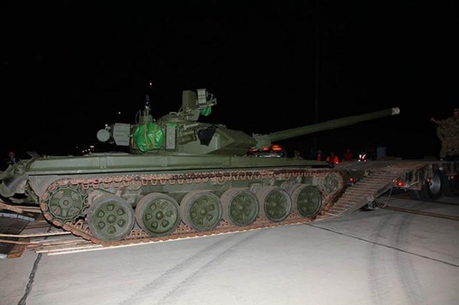 Đoàn xe tăng T-90S Việt Nam sẽ rồng rắn từ cảng về đơn vị bằng phương tiện gì? - Ảnh 1.
