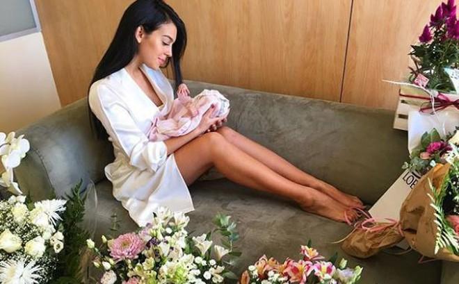 Georgina lần đầu khoe mặt con gái Alana Martina