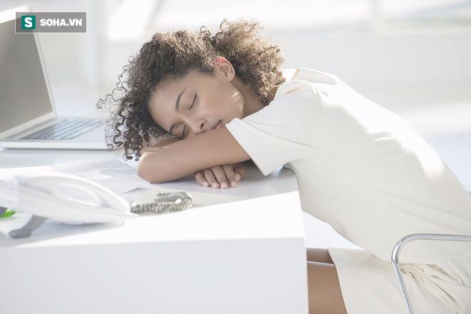 Bỏ ngay 8 quan niệm sai lầm thường gặp sau nếu không muốn mất ngủ triền miên - Ảnh 2.