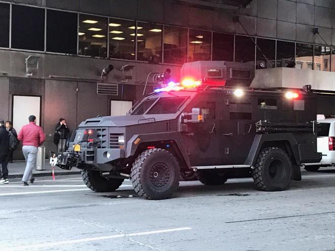 Khủng bố ở trung tâm New York: Nghi phạm bị bắt giữ, hàng trăm người thoát chết trong gang tấc - Ảnh 6.