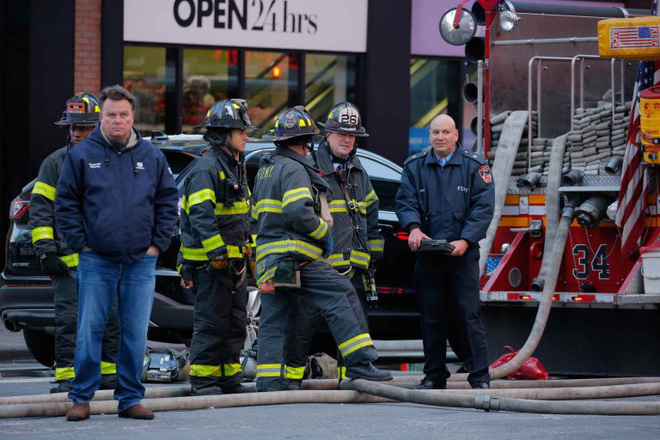 Khủng bố ở trung tâm New York: Nghi phạm bị bắt giữ, hàng trăm người thoát chết trong gang tấc - Ảnh 8.