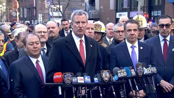 Khủng bố ở trung tâm New York: Nghi phạm bị bắt giữ, hàng trăm người thoát chết trong gang tấc - Ảnh 4.