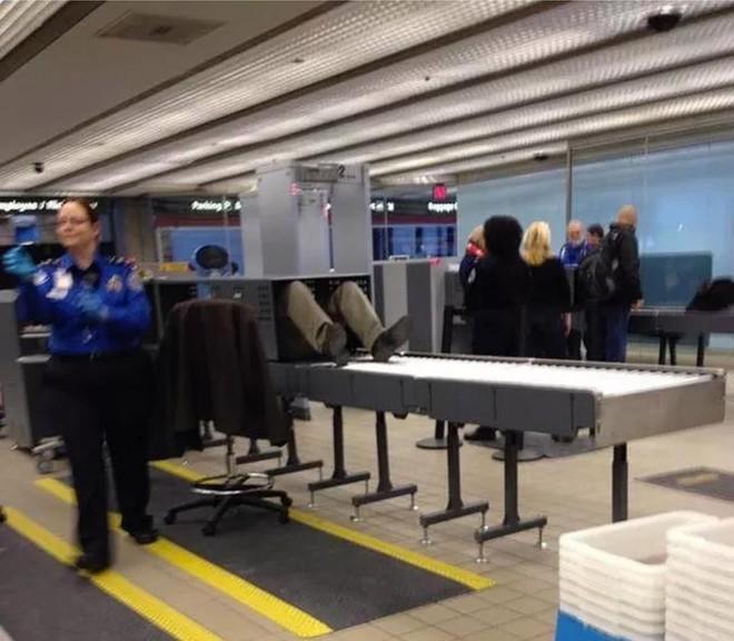 15 cảnh tượng khó hiểu bạn không thể ngờ được là có thể diễn ra ở sân bay - Ảnh 1.