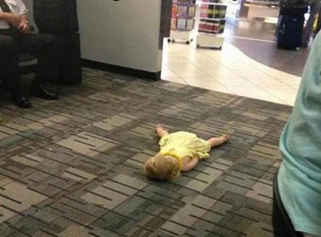 15 cảnh tượng khó hiểu bạn không thể ngờ được là có thể diễn ra ở sân bay - Ảnh 2.