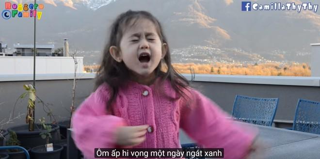 Thiên thần lai 4 tuổi tái xuất với bản cover Túy Âm cực đáng yêu - Ảnh 3.