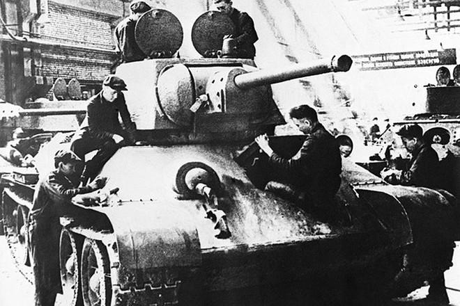 Xe tăng huyền thoại T-34 đè bẹp lực lượng thiết giáp Đức Quốc xã - Ảnh 1.