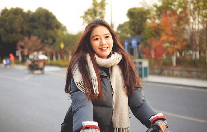 Con nhà người ta ở Trung Quốc, không phải hot girl nhưng vẫn có nửa triệu follow - Ảnh 1.