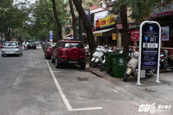 Ảnh: Tài xế sử dụng công nghệ đỗ xe thông minh tại Hà Nội thế nào? - Ảnh 12.