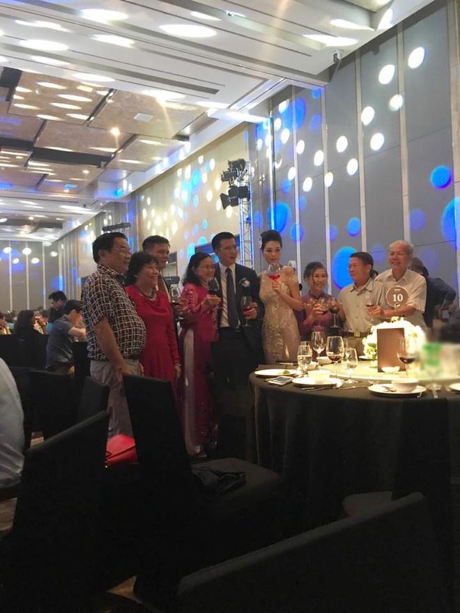 Những hình ảnh hiếm hoi về đám cưới ấm cúng của BTV Quang Minh và vợ trẻ - Ảnh 11.