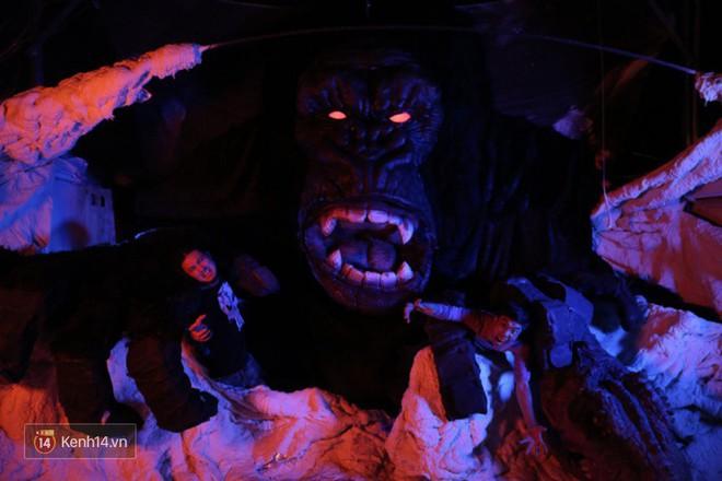 Biết tin bị ung thư vòm họng, chàng trai bỏ việc về mở xưởng làm... mô hình quái vật - Ảnh 11.