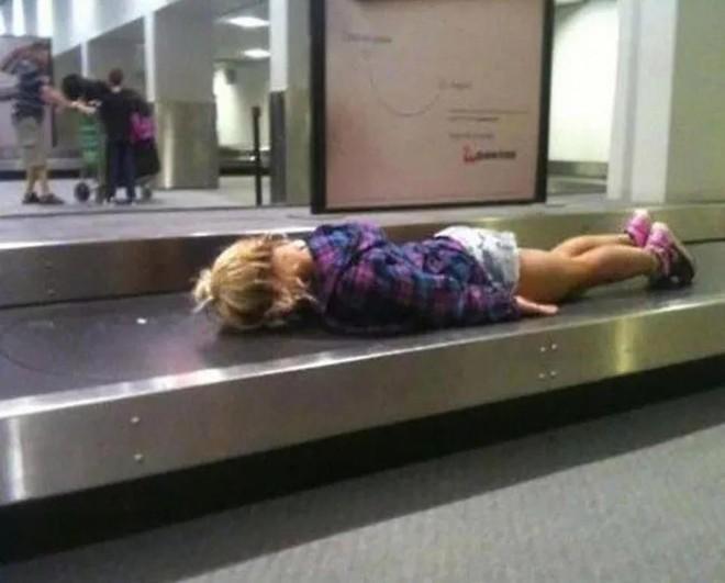 15 cảnh tượng khó hiểu bạn không thể ngờ được là có thể diễn ra ở sân bay - Ảnh 11.