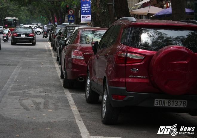 Ảnh: Tài xế sử dụng công nghệ đỗ xe thông minh tại Hà Nội thế nào? - Ảnh 13.