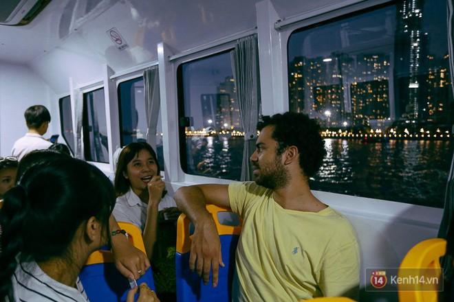 Buýt đường sông ở Sài Gòn cháy vé sau 10 ngày miễn phí, người dân chờ 2 tiếng mới được lên tàu - Ảnh 12.