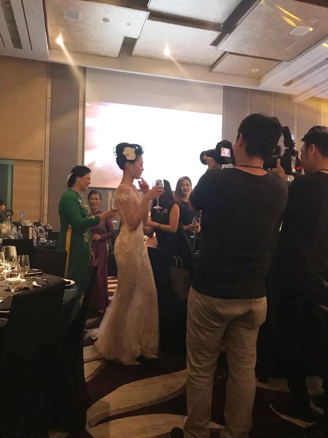 Những hình ảnh hiếm hoi về đám cưới ấm cúng của BTV Quang Minh và vợ trẻ - Ảnh 13.