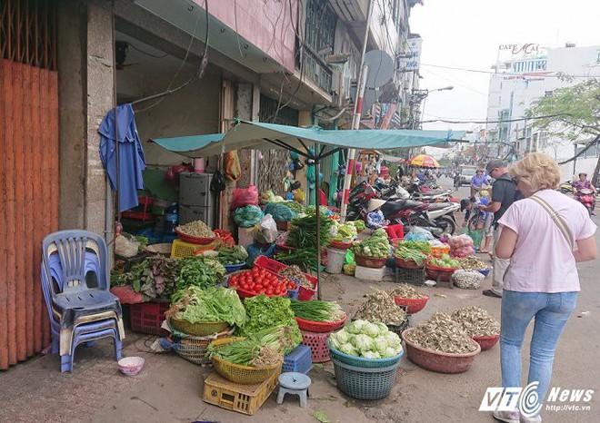 Vắng bóng ông Đoàn Ngọc Hải, vỉa hè quận 1 biến thành chợ - Ảnh 15.
