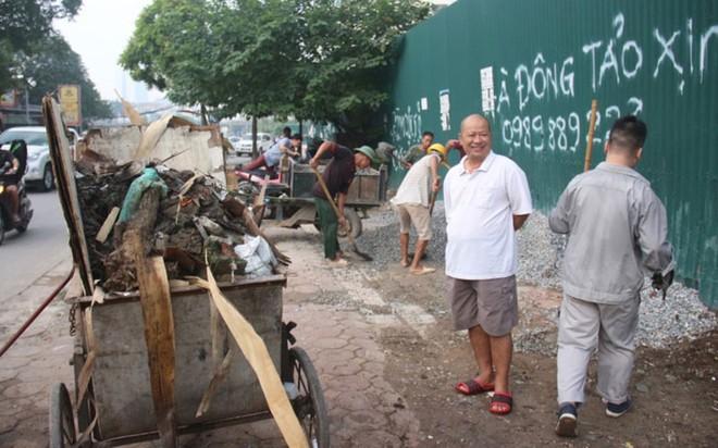 Bộ trưởng Y tế kiểm tra tại ổ dịch sốt xuất huyết Thuỵ Khê - Tây Hồ - Ảnh 14.