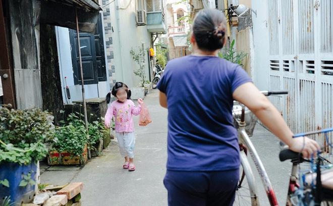 Tổ ấm nhỏ tràn đầy hạnh phúc của người đàn bà hiếm muộn và bé gái bị mẹ bỏ rơi trên xe taxi 4 năm trước