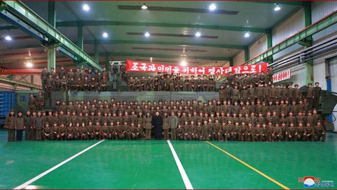 Ông Kim Jong-un cười tươi chỉ đạo phóng tên lửa có thể vươn đến Washington - Ảnh 16.