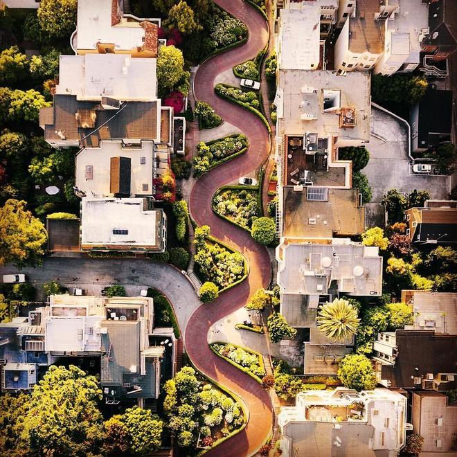 Chiêm ngưỡng vẻ đẹp cổ tích của 25 con phố rực rỡ khắp nơi trên thế giới - Ảnh 17.