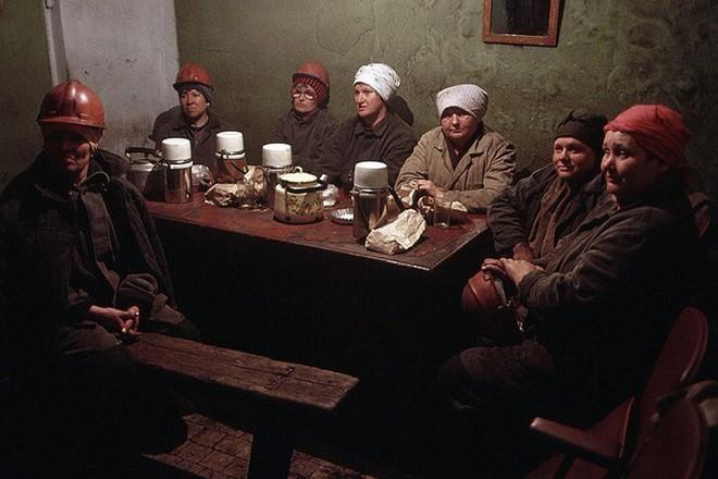 Hình ảnh buồn về siêu cường Liên Xô trước khi sụp đổ - Ảnh 18.