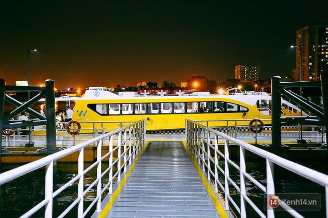 Buýt đường sông ở Sài Gòn cháy vé sau 10 ngày miễn phí, người dân chờ 2 tiếng mới được lên tàu - Ảnh 19.