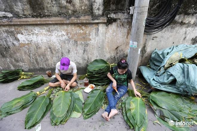 Đi chợ lá dong độc nhất ở TP. Hồ Chí Minh - Ảnh 2.