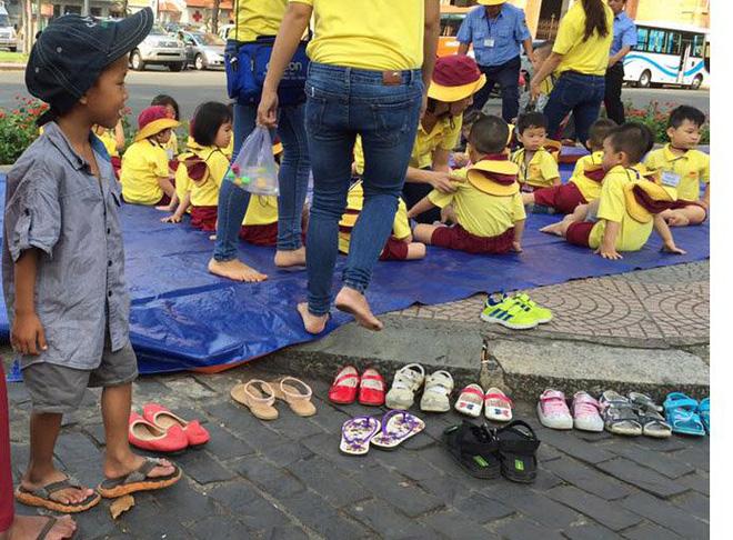 Cậu bé lượm ve chai xếp giày cho bạn đi dã ngoại được nhận học miễn phí - Ảnh 2.