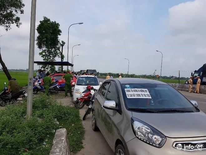 Hà Tĩnh: Hàng trăm phương tiện tập trung tại Cầu Rác yêu cầu miễn phí BOT - Ảnh 6.