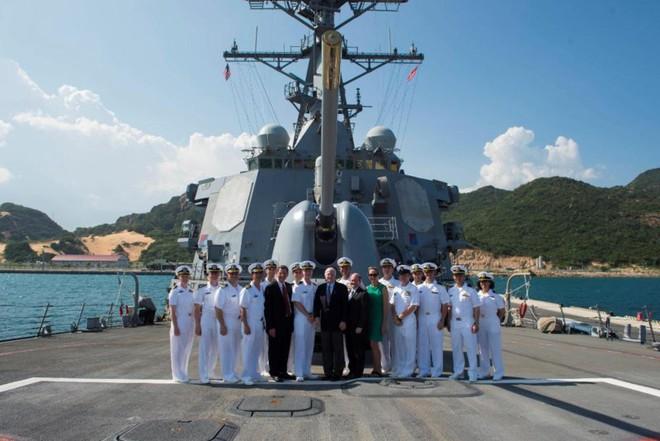 Tàu khu trục của Hoa Kỳ dừng tại Cam Ranh - Ảnh 3.