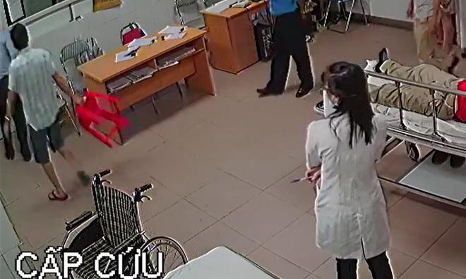 Giám đốc đánh nữ bác sĩ ở Nghệ An: Tôi thấy xấu hổ - Ảnh 3.