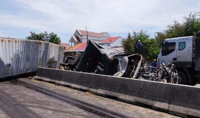 Nghi án giết vợ rồi tự tử làm hai xe tải bốc cháy - Ảnh 2.