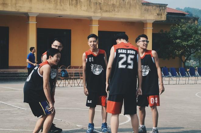 Vườn sao băng đời thực: Nữ sinh Lào Cai lọt thỏm giữa 4 chàng bạn thân đẹp trai, học giỏi, mê bóng rổ - Ảnh 3.