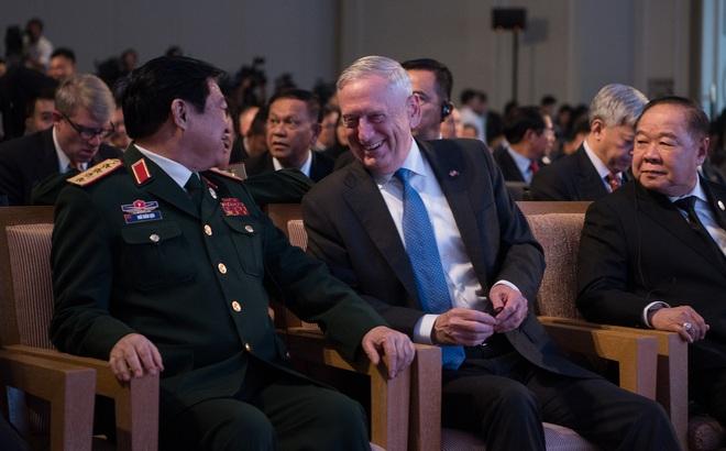 Đại tướng Ngô Xuân Lịch và Bộ trưởng QP Mỹ Mattis đã nói chuyện gì ở Manila?