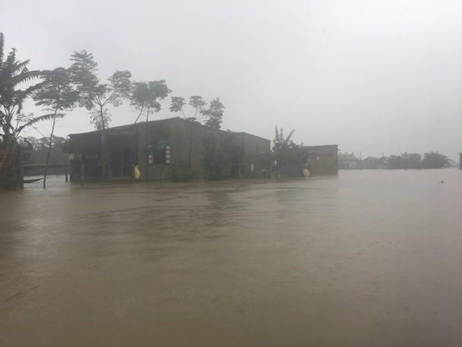 61 người chết, mất tích vì bão lũ, Thủ tướng họp khẩn - Ảnh 2.