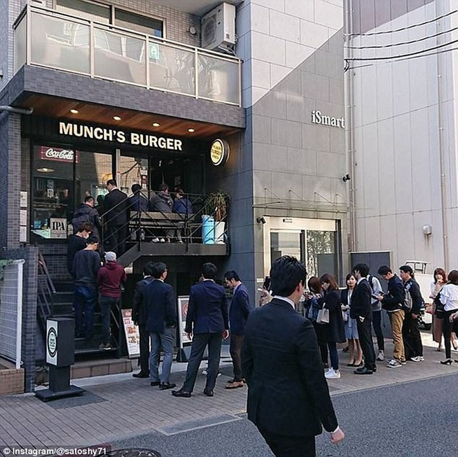 Hamburger đãi Tổng thống Trump cháy hàng ở Nhật - Ảnh 2.