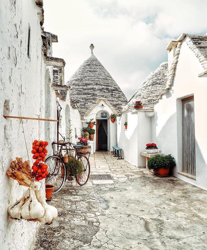 Chiêm ngưỡng vẻ đẹp cổ tích của 25 con phố rực rỡ khắp nơi trên thế giới - Ảnh 3.