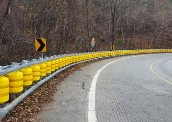 Rào chắn cực thông minh có thể cứu sống biết bao người trong tai nạn giao thông - Ảnh 3.