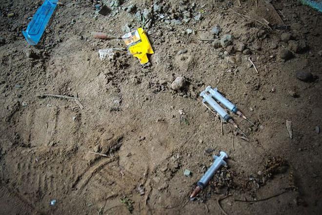 """Đột nhập khu biệt thự thành """"thiên đường"""" của các con nghiện ở Hà Nội - Ảnh 3."""