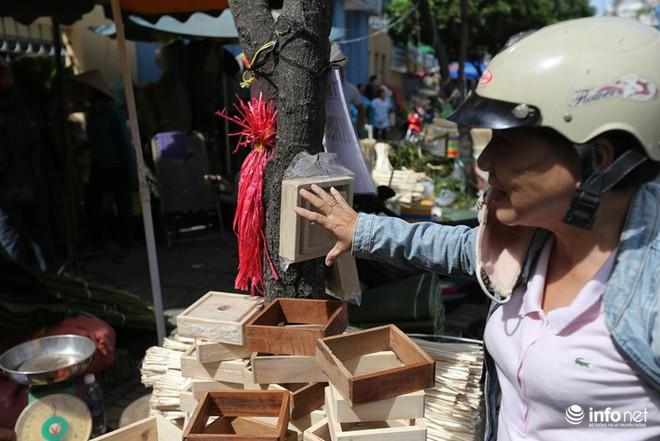 Đi chợ lá dong độc nhất ở TP. Hồ Chí Minh - Ảnh 3.