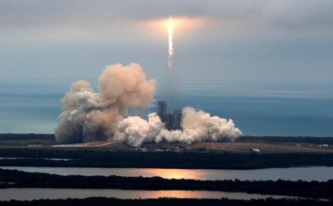 Bước ngoặt lịch sử của công nghệ vũ trụ: Phóng thành công tên lửa tái chế