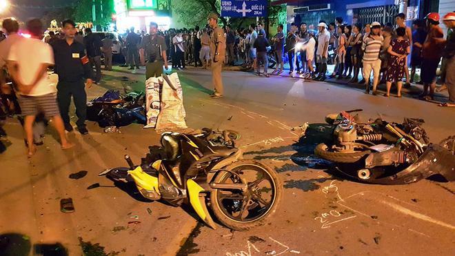Ô tô húc văng hơn 10 xe, 2 người chết ở Sài Gòn - Ảnh 3.