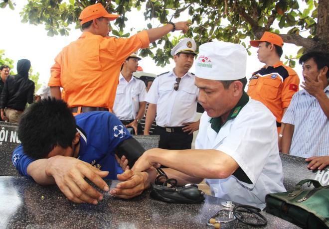 10 thuyền viên bị đắm tàu và nghĩa cử ngư dân Bình Định - Ảnh 4.