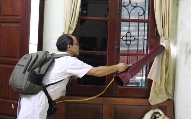 Bộ trưởng Y tế kiểm tra tại ổ dịch sốt xuất huyết Thuỵ Khê - Tây Hồ - Ảnh 3.