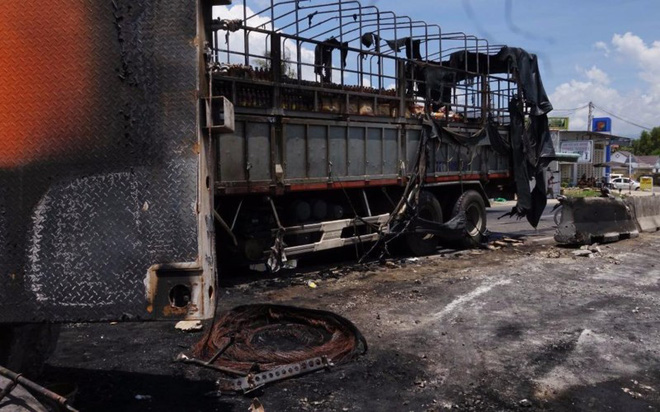 Nghi án giết vợ rồi tự tử làm hai xe tải bốc cháy - Ảnh 3.