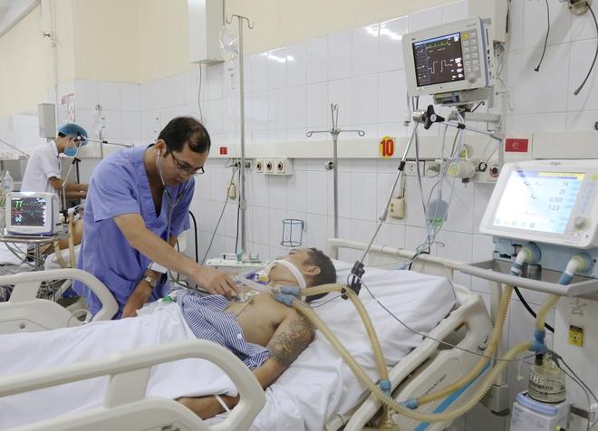 BV ĐK Tỉnh Quảng Ninh: Cấp cứu 7 người ngộ độc rượu thoát chết - Ảnh 1.