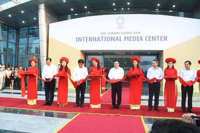 Cận cảnh trung tâm báo chí phục vụ 3.000 phóng viên quốc tế tại APEC 2017 - Ảnh 4.