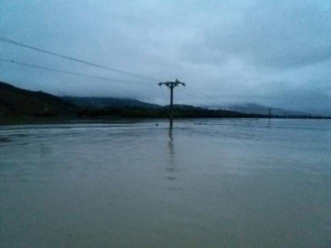Nước lên nhanh, rốn lũ Nông Sơn vẫn đang bị cô lập - Ảnh 5.