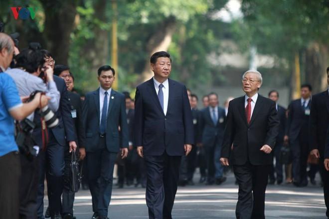 Ảnh: Chủ tịch Trung Quốc Tập Cận Bình vào Lăng viếng Chủ tịch Hồ Chí Minh - Ảnh 3.