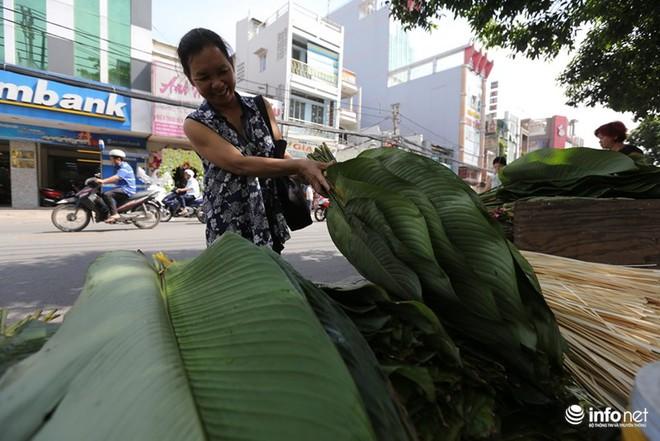 Đi chợ lá dong độc nhất ở TP. Hồ Chí Minh - Ảnh 4.