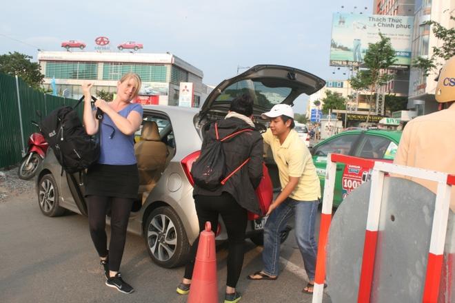 Kẹt xe, hành khách chạy thục mạng vào sân bay Tân Sơn Nhất - Ảnh 4.